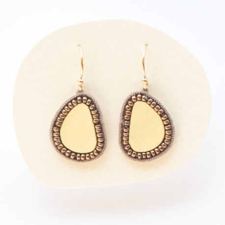 Boucles d'oreilles en cuir et perles